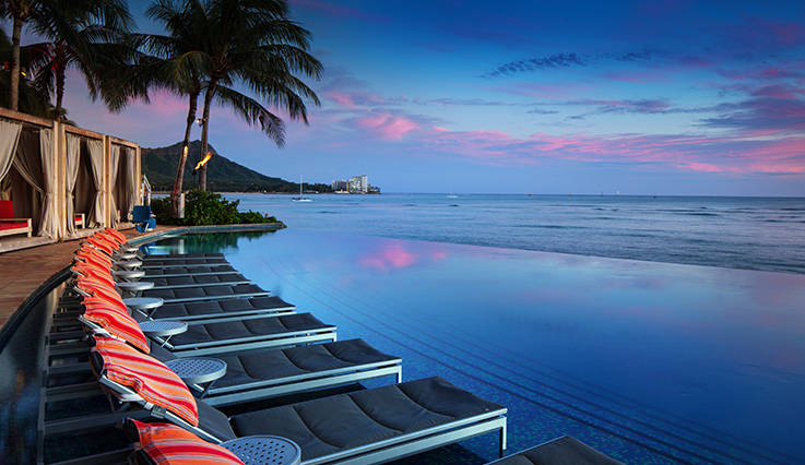 Sheraton Waikiki infinity pool at sunset