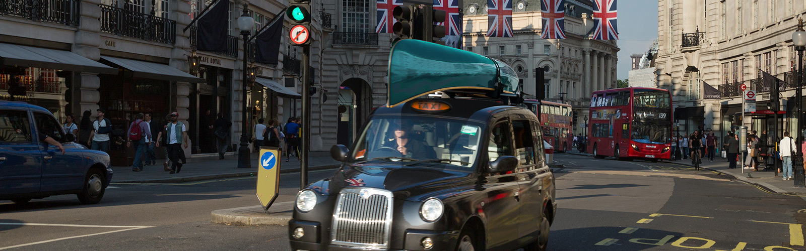 Canadian canoe on London cab roof