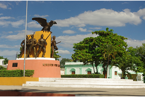Showing slide 4 of 31 in image gallery, The Zocalo statue located in the main square of Merida