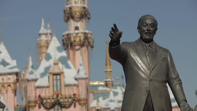 Showing slide 4 of 16 in image gallery, Disneyland Resort