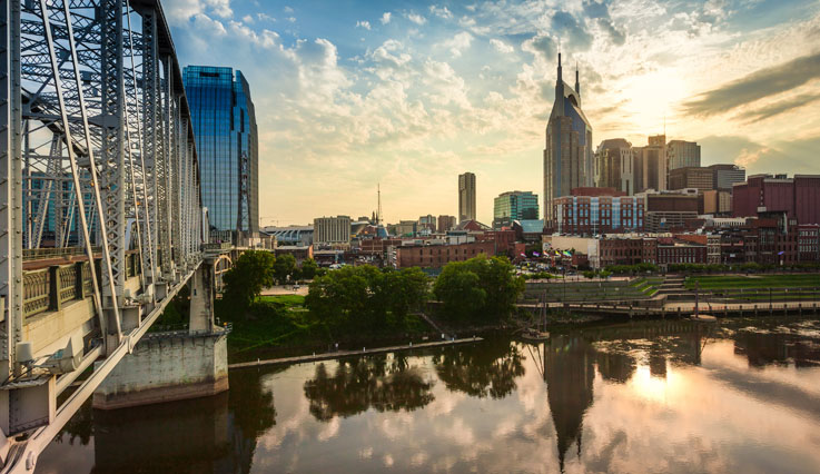 Flights from Yellowknife to Nashville