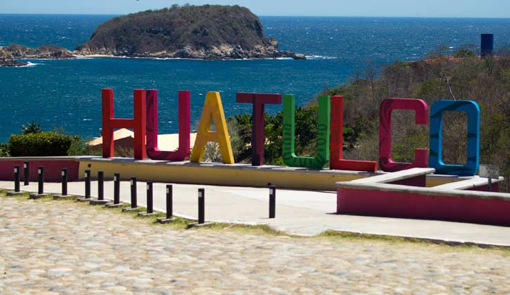 Shoreline of a beautiful tropical beach in Huatulco