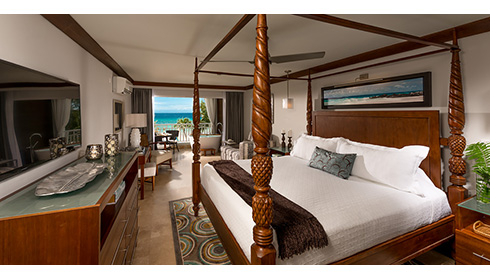 Beachfront Club Level Suite with Balcony Tranquility Tub - OBT