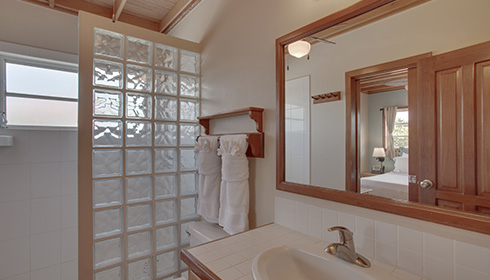 Showing slide 1 of 6 in image gallery, Upper Level Suite - Bathroom