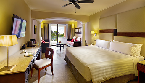 Image showcasing Junior Suite Ocean front Premium Level Tropical