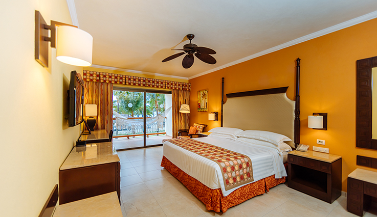 Image showcasing Junior Suite Ocean Front Premium Level