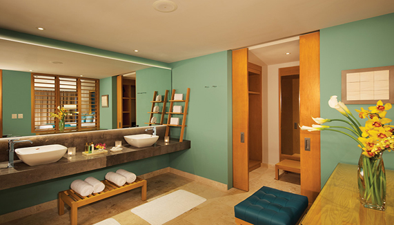 Showing slide 3 of 3 in image gallery, Preferred Club Master Suite Ocean View - Bathroom