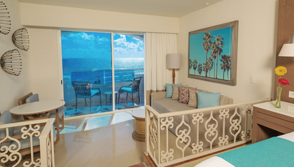 Showing slide 3 of 4 in image gallery showcasing Junior Suite Oceanfront