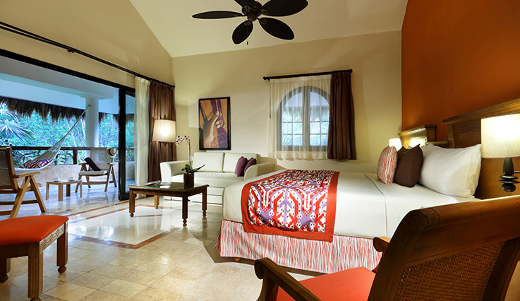 Showing slide 1 of 3 in image gallery, Romance Villa Suite Poolside