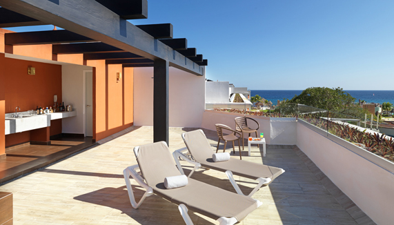 Showing slide 2 of 3 in image gallery showcasing Deluxe Platinum Sky Terrace  – Adults only