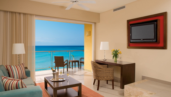 Showing slide 3 of 3 in image gallery showcasing Preferred Club Suite Ocean Front