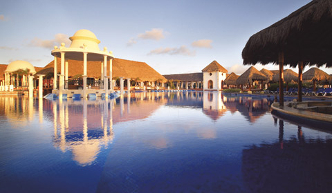 Showing slide 19 of 22 in image gallery for Now Sapphire Riviera Cancun