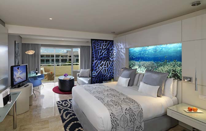 Showing slide 1 of 2 in image gallery showcasing Royal Service Paradisus Junior Suite