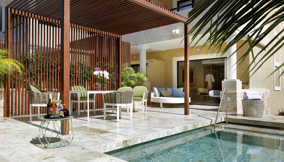 Showing slide 3 of 3 in image gallery showcasing Suite Private Pool