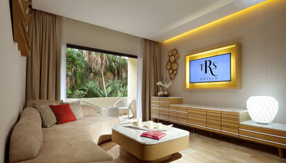 Showing slide 1 of 3 in image gallery showcasing Suite Private Pool