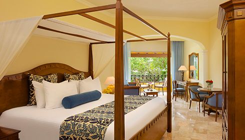 Showing slide 1 of 2 in image gallery, Preferred Club Junior Suite Tropical View king