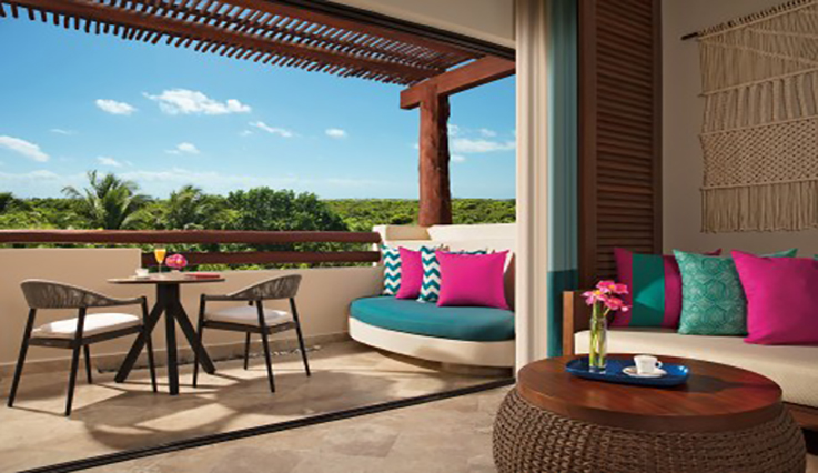 Showing slide 3 of 3 in image gallery showcasing Junior Suite Tropical View