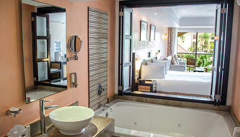 Showing slide 1 of 3 in image gallery, Select Club Junior Suite bathroom