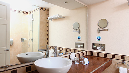 Showing slide 2 of 3 in image gallery, Standard Room Beach Section bathroom