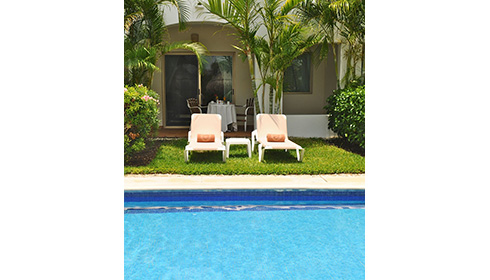 Showing slide 4 of 4 in image gallery, Golden Junior Suite Swim Up Pool