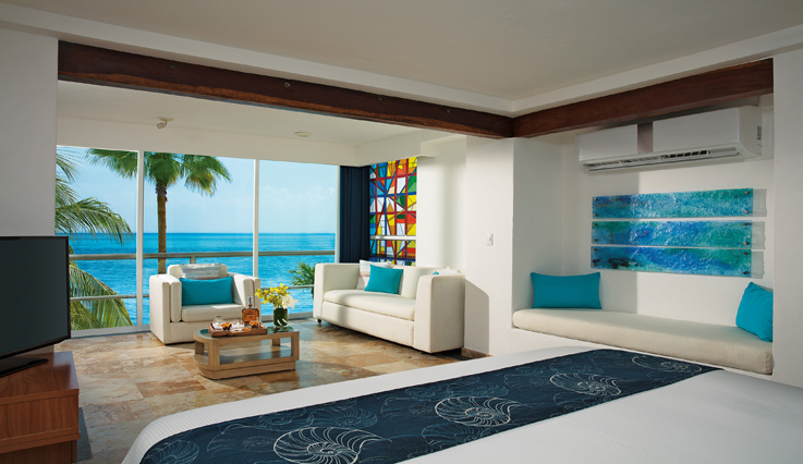 Showing slide 1 of 2 in image gallery, Superior Room Oceanfront