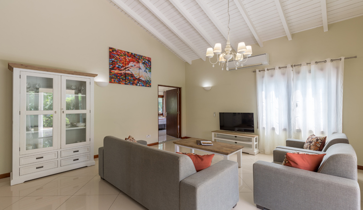 Showing slide 2 of 3 in image gallery, 3 Bedroom Villa - Living area