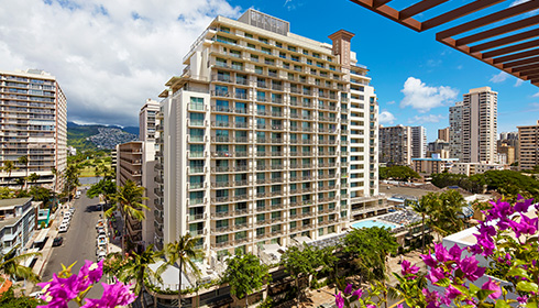 Showing Hilton Garden Inn Waikiki Beach		 feature image