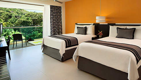 Showing slide 6 of 23 in image gallery, Deluxe tropical view room with jacuzzi