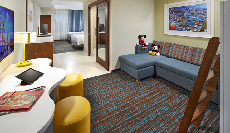 Showing slide 1 of 3 in image gallery showcasing Kid's Suite