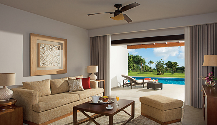 Showing slide 2 of 3 in image gallery, Preferred Club Suite Swim-up Tropical View - Seating area