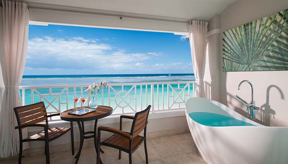 Image showcasing Windsor Beachfront Club Elite Room with Balcony Tranquility Soaking Tub (BT)