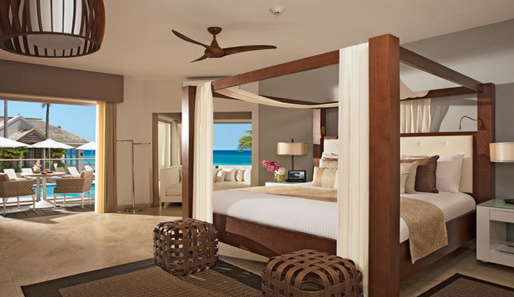 Showing slide 1 of 2 in image gallery, Junior Suite Ocean View