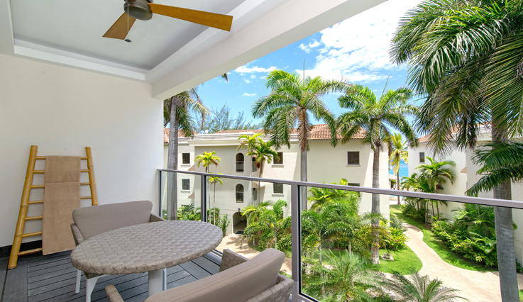 Showing slide 2 of 2 in image gallery, Junior Suite Tropical View - Balcony