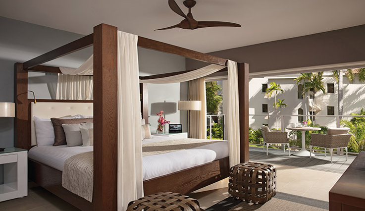 Showing slide 1 of 2 in image gallery, Junior Suite Tropical View - King