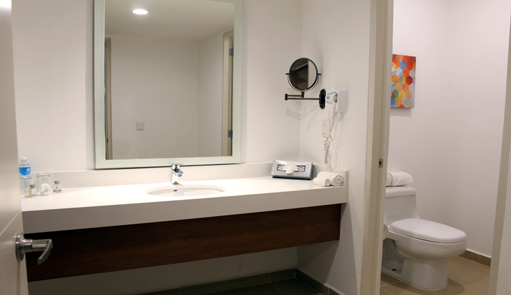 Showing slide 2 of 2 in image gallery, Junior Suite Ocean View - Bathroom