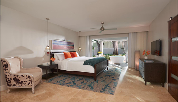 Image showcasing Royal English Club Level Junior Villa Suite w/ Outdoor Tranquility Soaking Tub (VJS)