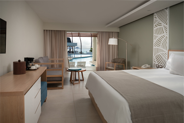 Image showcasing Select Junior Suite Swim Up