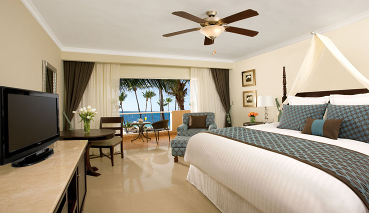 Showing slide 1 of 2 in image gallery showcasing Preferred Club Deluxe Jacuzzi Ocean View