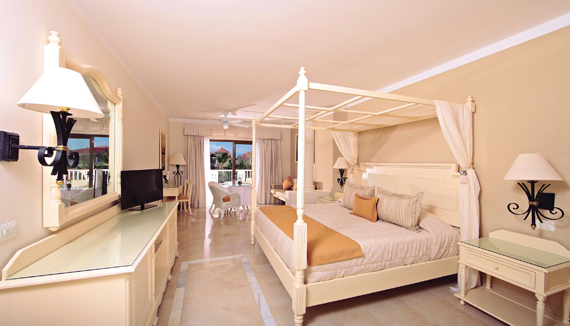 Image showcasing Junior Suite Superior Pool Side