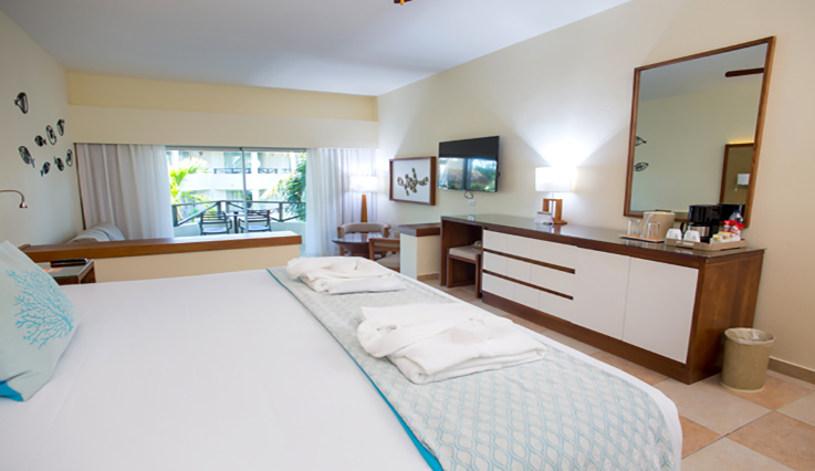 Showing slide 1 of 3 in image gallery showcasing Junior Suite Premium Tropical View Jacuzzi