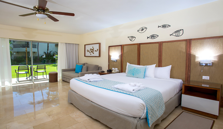 Showing slide 1 of 2 in image gallery showcasing Junior Suite Premium Tropical View