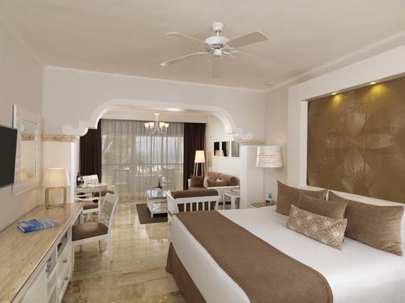 Image showcasing Royal Service Deluxe Garden View Suite