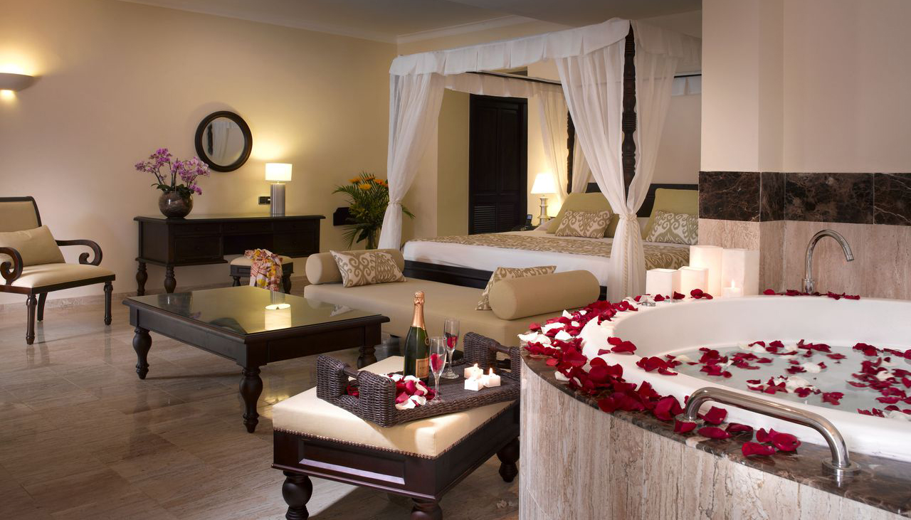Showing slide 2 of 2 in image gallery showcasing Romance Suite