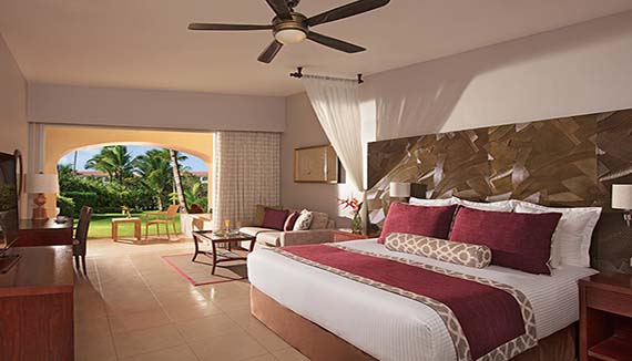 Showing slide 1 of 2 in image gallery showcasing Preferred Club Junior Suite Tropical View