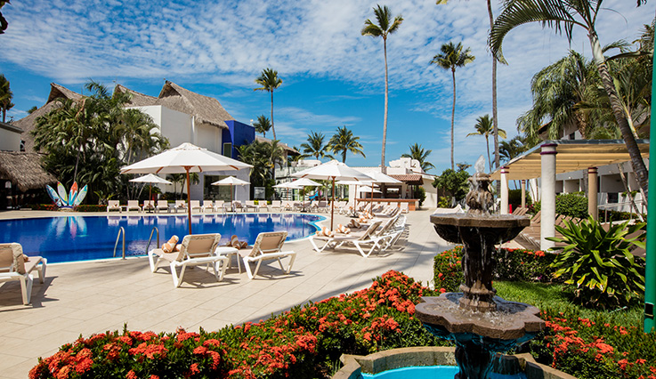 Showing Crown Paradise Club Puerto Vallarta feature image