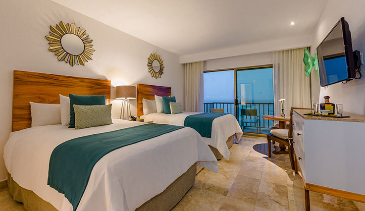 Showing slide 2 of 2 in image gallery, Deluxe Oceanfront - double beds