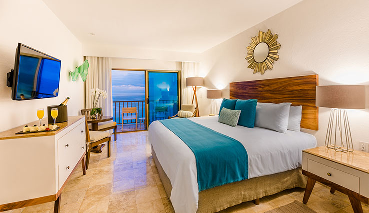 Showing slide 1 of 2 in image gallery, Deluxe Oceanfront - king bed