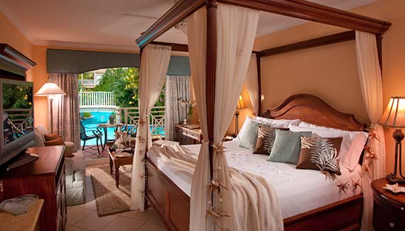 Image showcasing Swim Up Lover's Lagoon Honeymoon Club Level (HR)