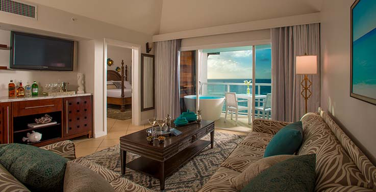 Image showcasing Sunset Bluff Penthouse Oceanview One Bedroom Butler Suite w/ Balcony Tranquility Soaking Tub (PP1)
