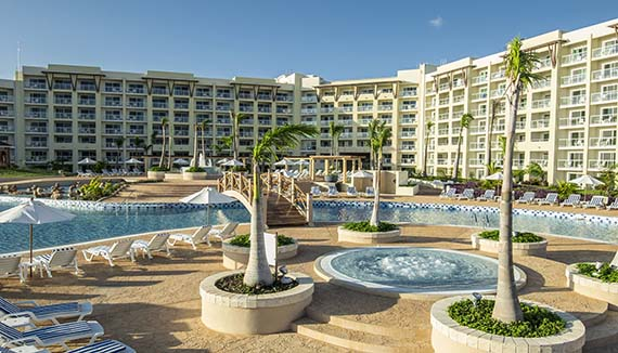 Showing slide 7 of 11 in image gallery showcasing Tryp Habana Libre and Meliá Marina Varadero Combo - Split Stay 2